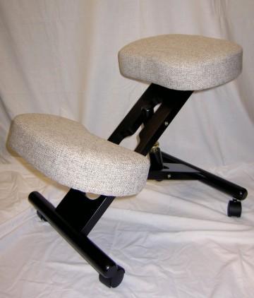 kniestuhl Holz schwarz lackiert mit besseren Polster grau
